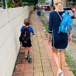 onderweg naar school